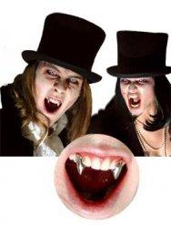 Canines de vampire chromé