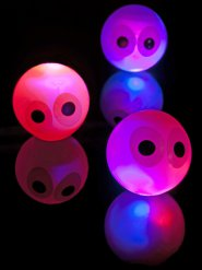 Balle rebondissante lumineuse avec yeux 14cm
