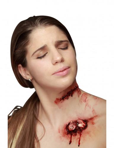 Fausse coupure avec points de suture