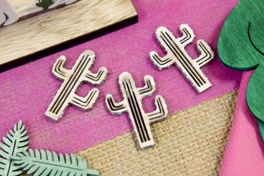 10 Confettis en bois cactus 4 cm-1