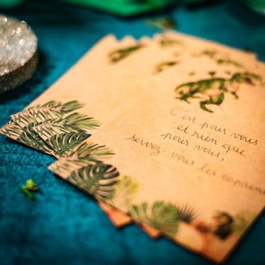 8 Invitations en carton dinosaure kraft 18 x 12 cm-1