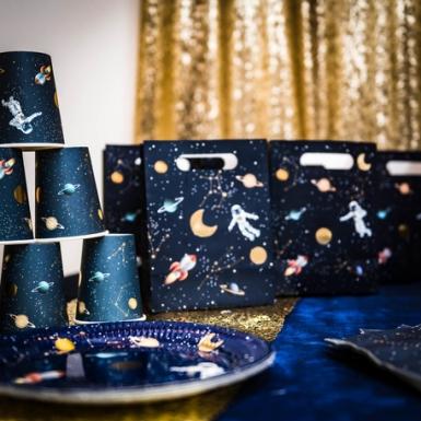 4 Sacs cadeaux en carton astronaute 20 x 15 x 9 cm-1