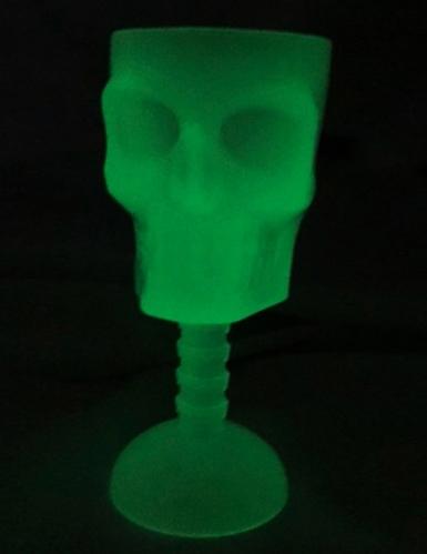 Verre tête de mort phosphorescent 18 cm-1