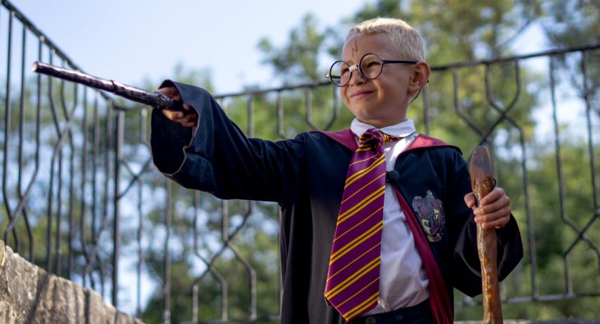 Déguisements sur le thème cinéma faits maison : Famille Addams, Grease et Harry Potter