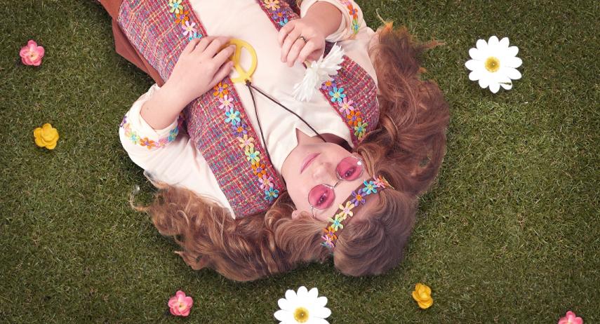 Comment créer un déguisement hippie fait maison ?